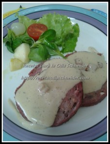 rollo de carne con salsa de cebolla